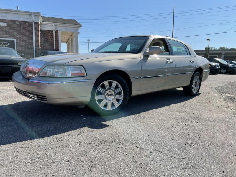 2005 LINCOLN TOWN CAR – 656861